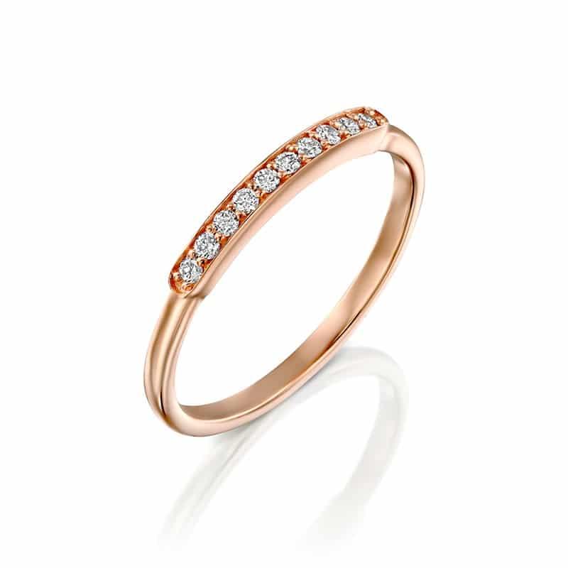 טבעת יהלומים שורה עם מסגרת זהב אדום
