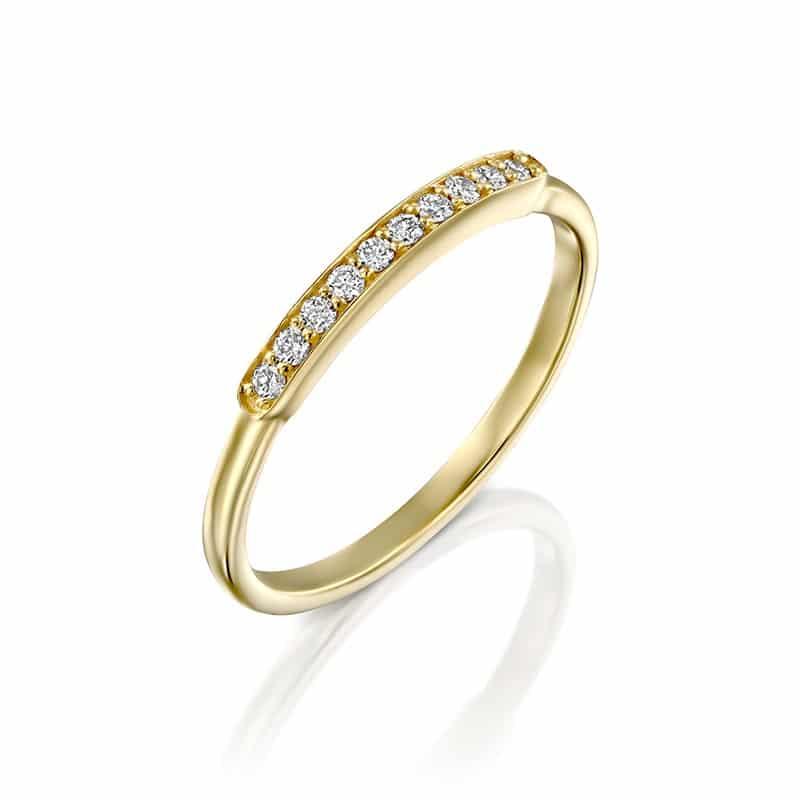 טבעת יהלומים שורה עם מסגרת זהב צהוב